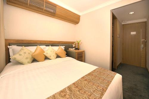 A bed or beds in a room at Bishop Lei International House