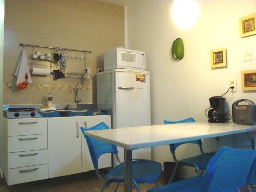 A cozinha ou cozinha compacta de Apartamentos Copacabana