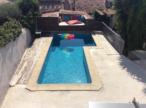 A view of the pool at Plus belle la vie ici or nearby