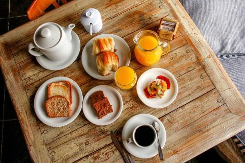 Breakfast options available to guests at Cabañas Puerto Pireo