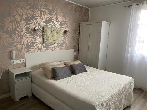 A bed or beds in a room at Hotel Abelia