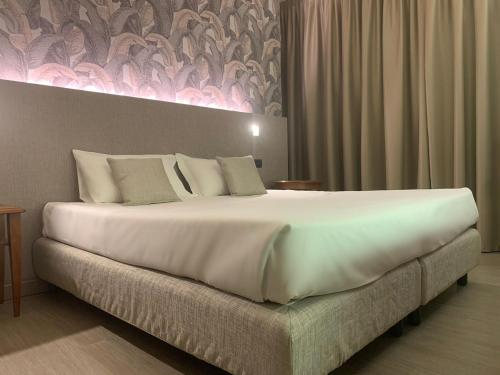 A bed or beds in a room at Hotel Gardenia