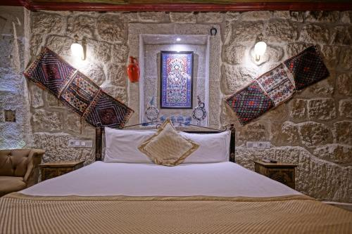 A bed or beds in a room at Emit Cave Hotel