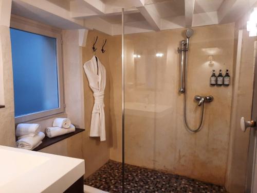 Salle de bains dans l'établissement Les Suites de Sautet