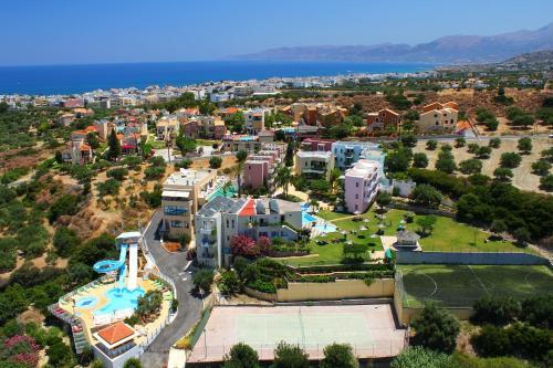 Een luchtfoto van Bellos Hotel Apartments