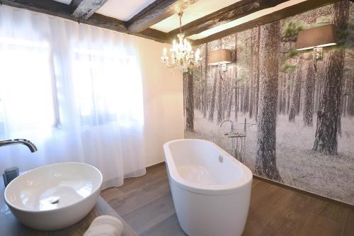A bathroom at Villa Delange