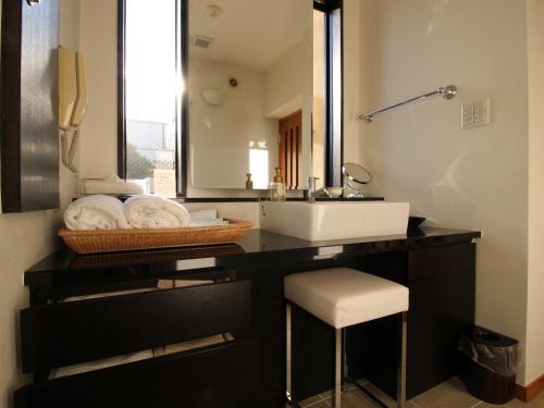 A bathroom at Suidobashi Grand Hotel