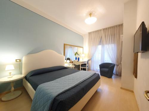 A bed or beds in a room at Hotel Continentale