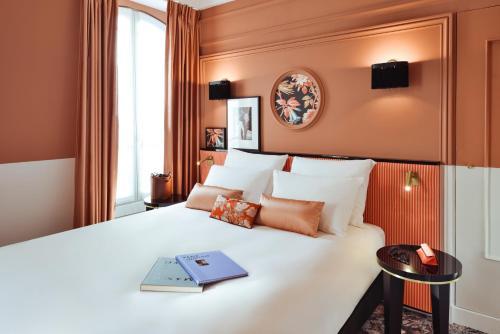 Кровать или кровати в номере Mercure Paris Gare De Lyon Opera Bastille