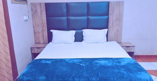 Cama ou camas em um quarto em Taj Al Arous Furnished Units