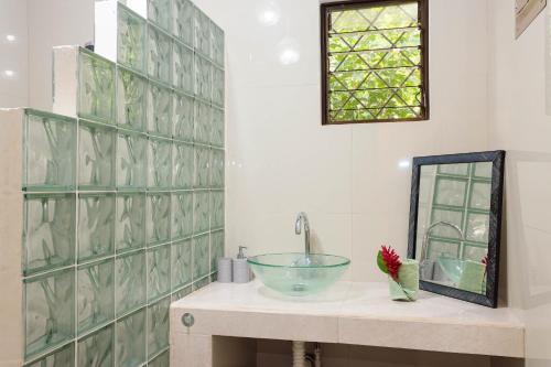 A bathroom at Bungalows Ache Cozy House