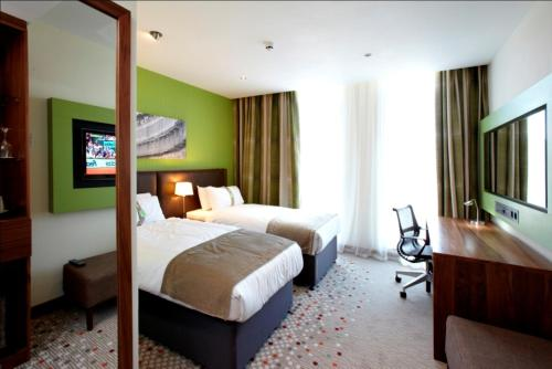A bed or beds in a room at Holiday Inn Bristol City Centre, an IHG Hotel