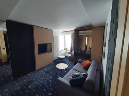 A seating area at Aqvatonic Hotel - Steaua de Mare