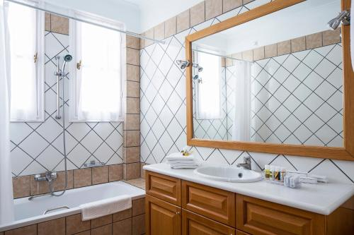 A bathroom at Atlantis Hotel