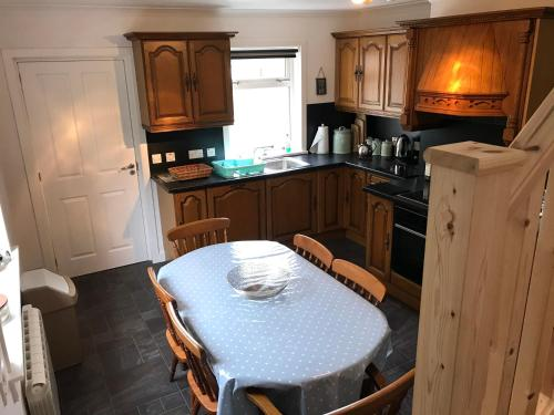 A kitchen or kitchenette at Cuckoos Rock