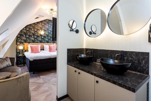 Een badkamer bij Boutique Hotel Rijks I Kloeg Collection