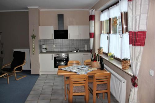 A kitchen or kitchenette at Gästehaus Panorama