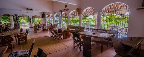 A restaurant or other place to eat at Distant Relatives Ecolodge & Backpackers