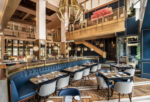A restaurant or other place to eat at Viceroy Chicago