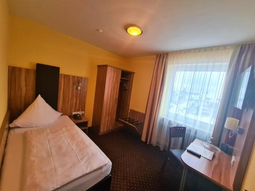 A bed or beds in a room at Hotel Silberhorn
