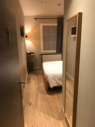 A bathroom at Hotel le Fenil