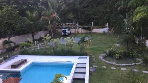 A view of the pool at Flats Ponta do Sapê or nearby