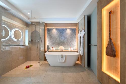 Um banheiro em Le Bora Bora by Pearl Resorts