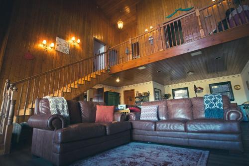 A seating area at Tucker Peak Lodge