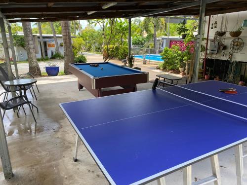Ping-pong facilities at Bush Village Holiday Cabins or nearby