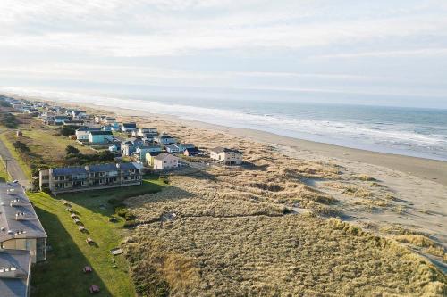 A bird's-eye view of Hi-Tide Resort