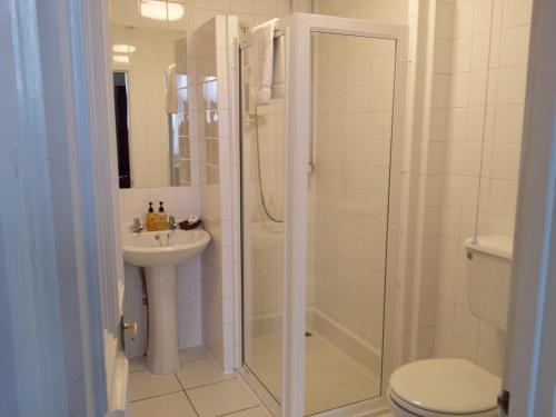 A bathroom at Beech House Hotel