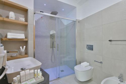 A bathroom at Grand Hotel Santa Maria