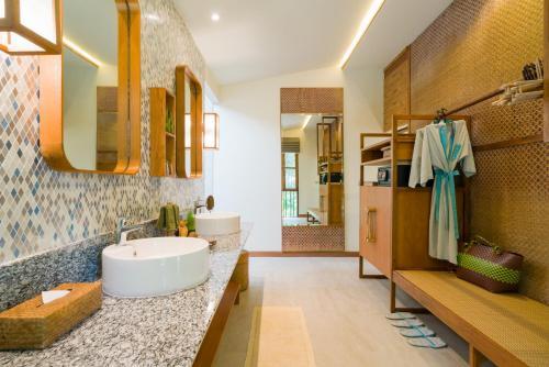A bathroom at Koh Yao Yai Village - SHA Plus