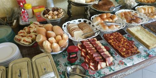 Opções de café da manhã disponíveis para hóspedes em Pousada Vale do Amanhecer