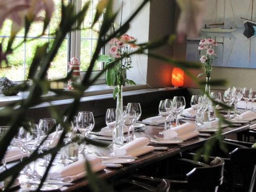 A restaurant or other place to eat at Rolfs Country House