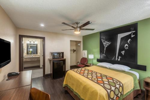 Krevet ili kreveti u jedinici u okviru objekta Super 8 by Wyndham Austin University/Downtown Area
