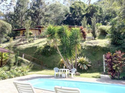 A piscina localizada em Pousada Jardim Real ou nos arredores