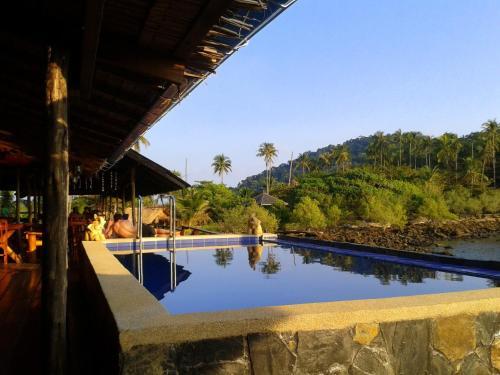 Der Swimmingpool an oder in der Nähe von Cliff Cottage