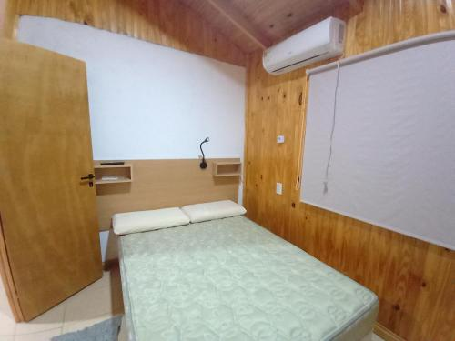 A bed or beds in a room at El Amanecer Hospedaje