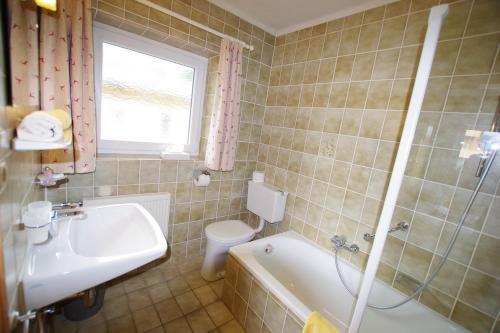Ein Badezimmer in der Unterkunft Hotel-Pension Heike