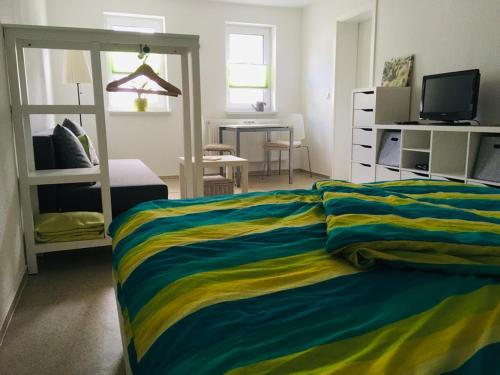 A bed or beds in a room at Pension SPORT-SCHMIEDE