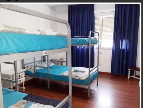 A bunk bed or bunk beds in a room at Albergue Pensión Flavia