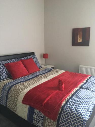 A bed or beds in a room at Townhouse @ Corporation Street Stoke