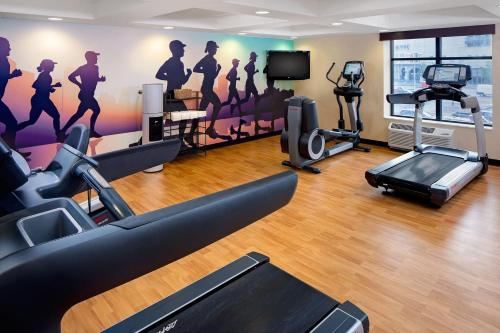 The fitness center and/or fitness facilities at Hyatt Place Pittsburgh North Shore