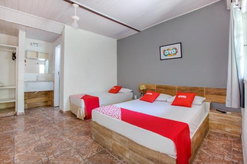 Cama ou camas em um quarto em OYO Pousada Recanto Shangrilá