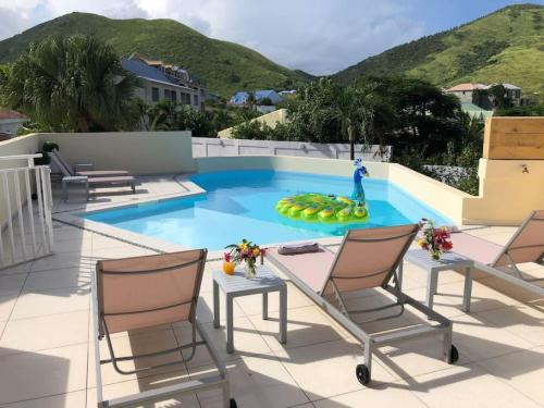 Beautiful suite S17, pool, next to Pinel Island