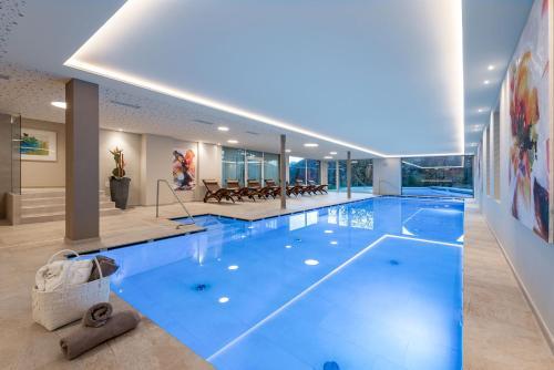 The swimming pool at or near Baumgartner's Blumenhotel