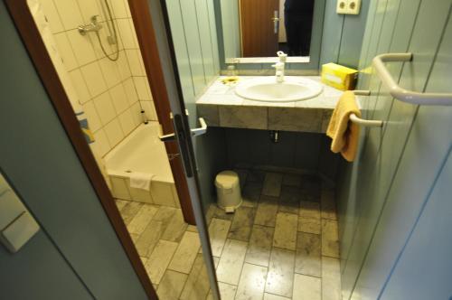 Ein Badezimmer in der Unterkunft City Hotel Saarbrücken