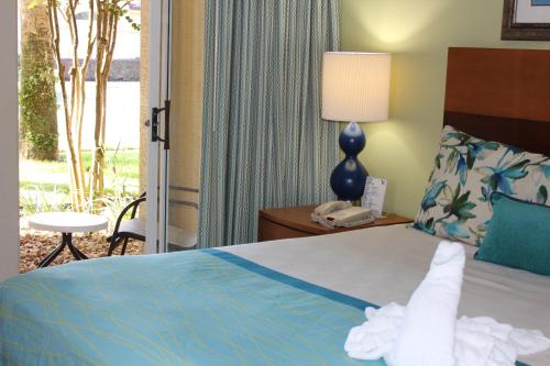 A bed or beds in a room at Blue Tree Resort at Lake Buena Vista