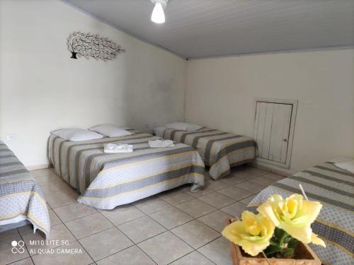Cama ou camas em um quarto em Pousada das Letras